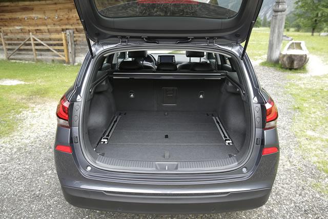 Riesiger Kofferaum mit 602 - 1650 Litern Ladevolumen sowie dem optionalen Gepäckraumordnungssystem.